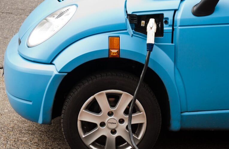How can the United States create a functional electric vehicle charging infrastructure?